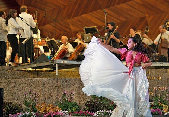 Landmark-latin-Dancers