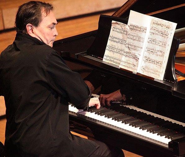 Pierre Laurent Aimard performs Elliott Carter (Hilary Scott photo)
