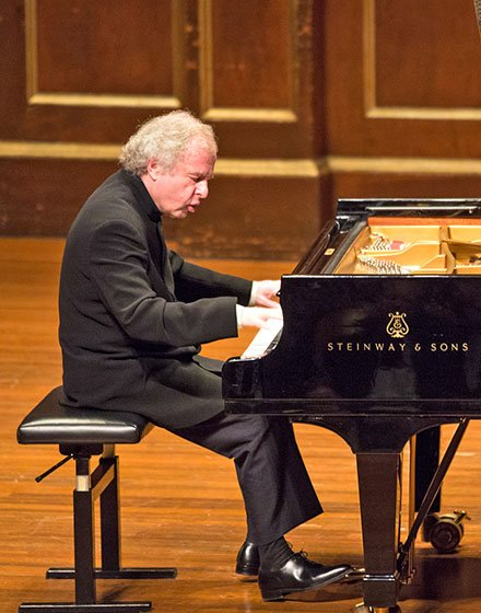 Andras Schiff plays for Celebrity Series (Robert Torres photo)