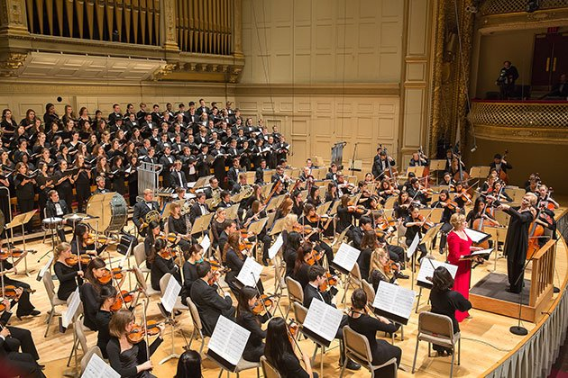Ann Howard Jones conducts BU Orchestra and Chorsu (Michael J. Lutch photo)