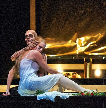 Camilla Tilling as Eurydice and Uli Kirsch as Death (Wolfgang Lienbacher photo)