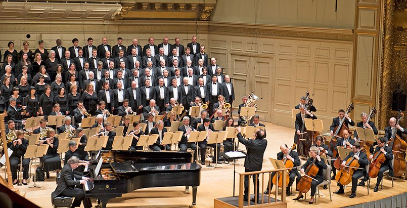 François-Xavier Roth lead BSO and Tanglewood Festival Chorus (Stu Rosner photo)