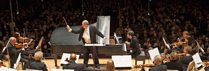 Robert Spano leads the BSO and Jonathan BIss (Stu Rosner photo)