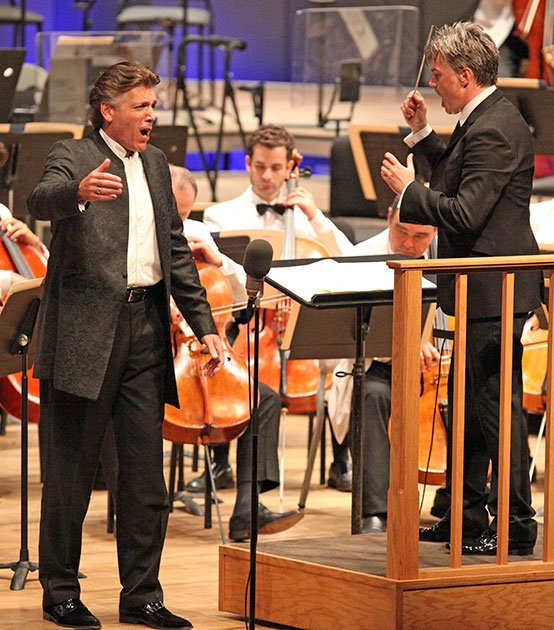 Thomas Hampson echoed by Edward Gardner (Hilary Scott photo)