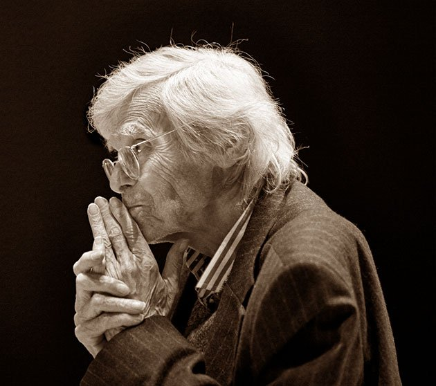 Frans Brüggen (Annelies van-der Vegt photo)