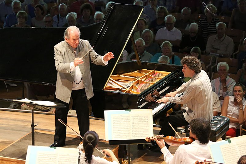 Sir Neville Marriner conducts Paul Lewis (Hilary Scott photo)