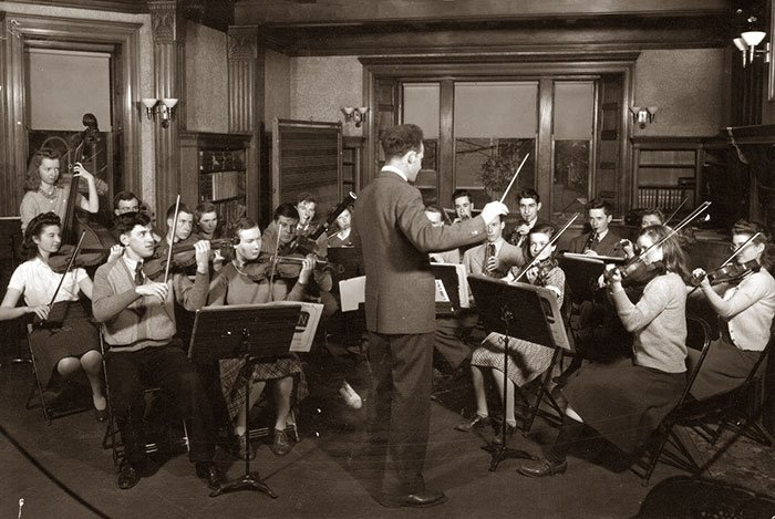 Orchestra rehearsal in Wolfinsons Room in the 40s