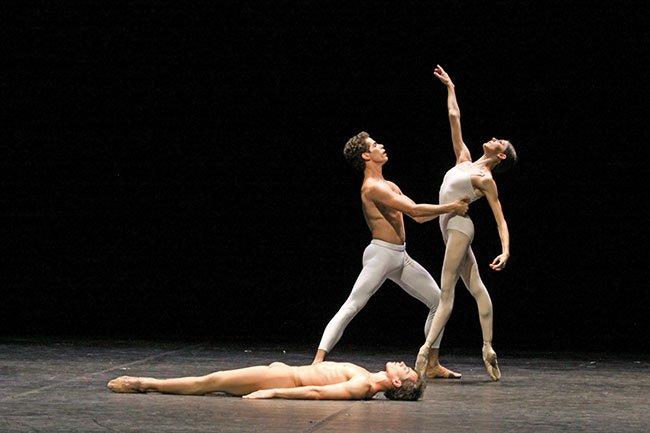 Hamburg Ballet in Mahler 3 (Holger Badekow photo)