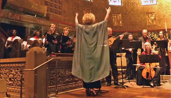Azema leads The Boston Camerata Les Fleurs, Trinity Choristers, and Boston City Singers (Tobodor photo)