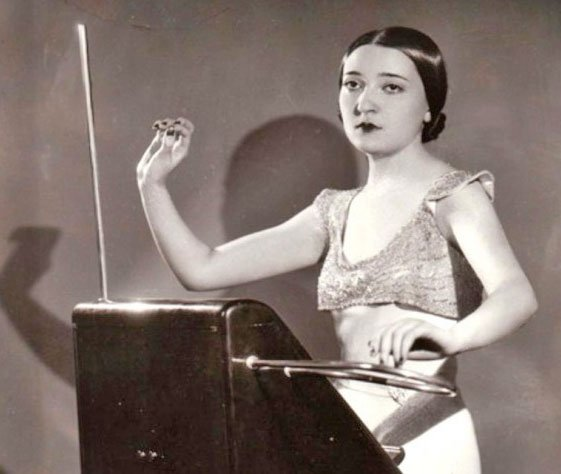 Clara Rockmore plays RCA Theremin (file photo)