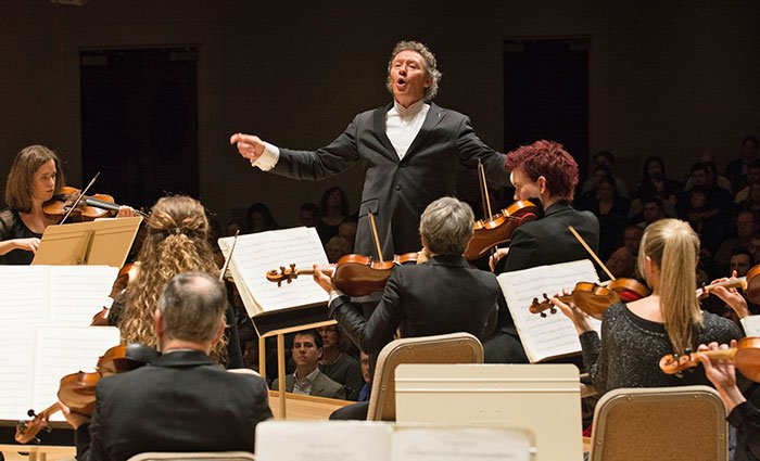 Harry Christophers conducts H + H Period Orchestra (Stu Rosner photo)