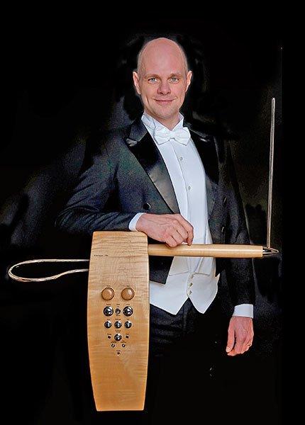Thorwald Jørgensen plays theremin